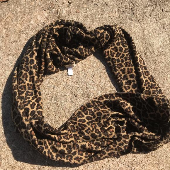 Michael Kors Cheetah Leapord Infinity Fleece Scarf